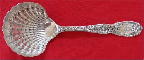 CLAMSHELL BERRY SPOON
